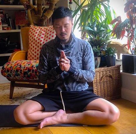 Vinyassa and Yin Yoga by Hongyi